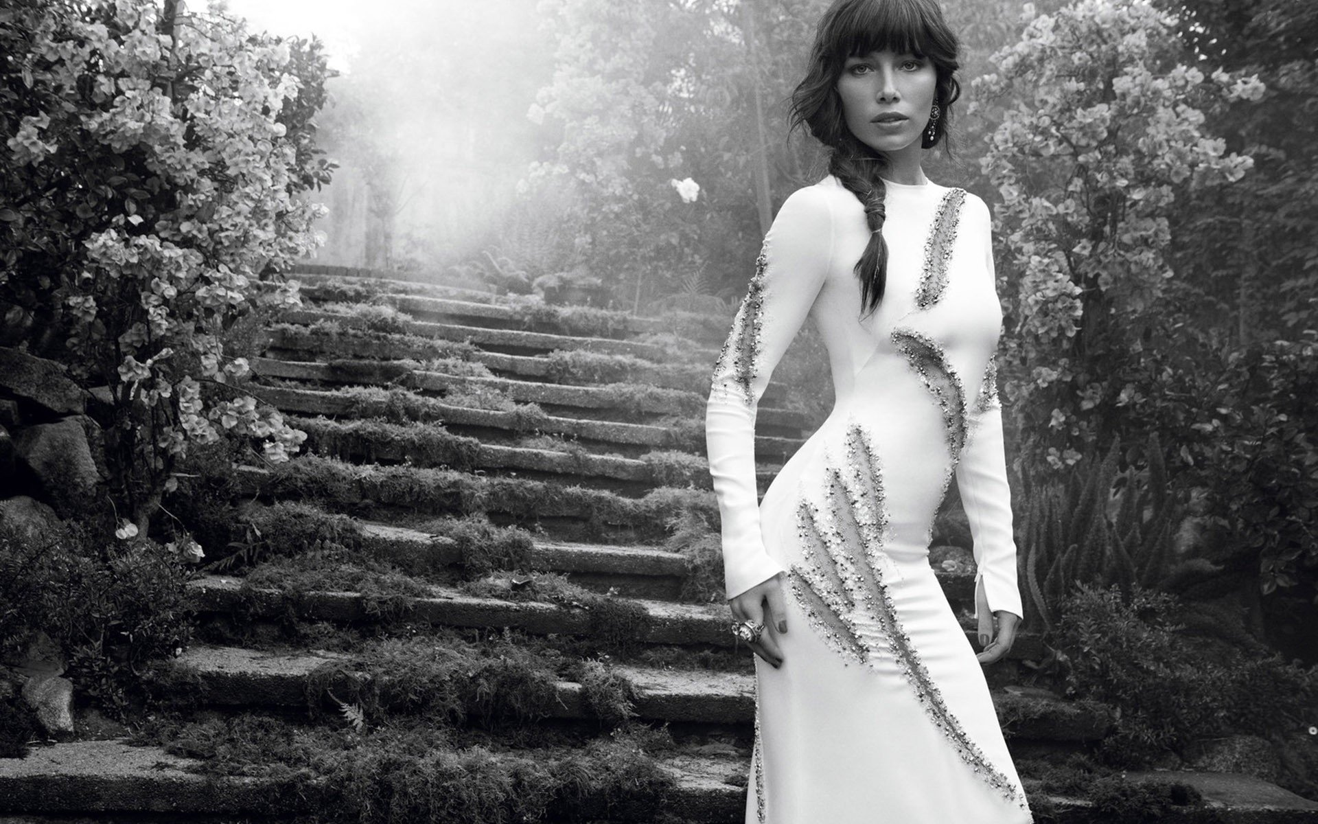 Celebrity - Jessica Biel  Actress Sensual Black & White Wallpaper