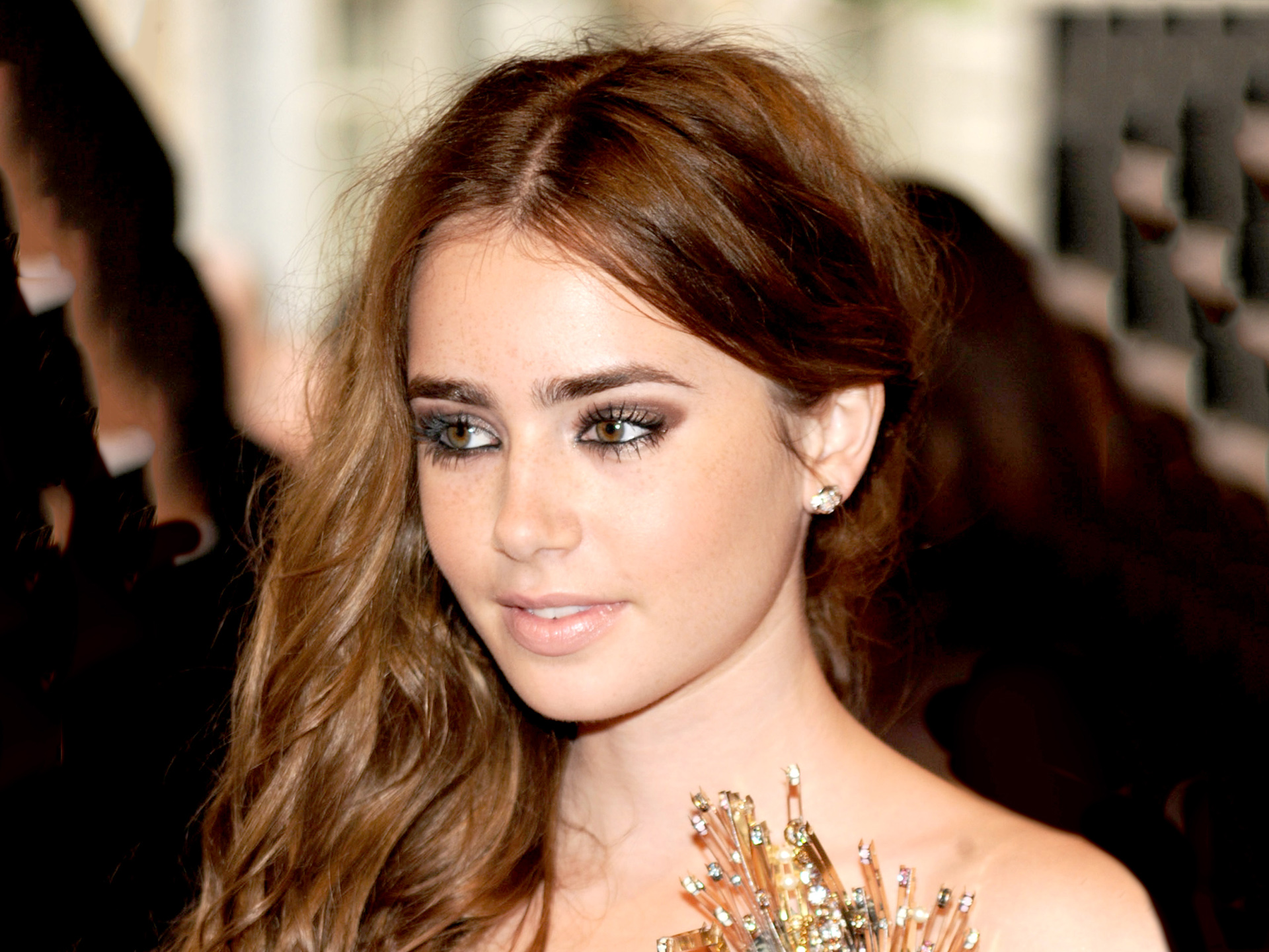 Classify English-American Actress Lily Collins (Daughter ...