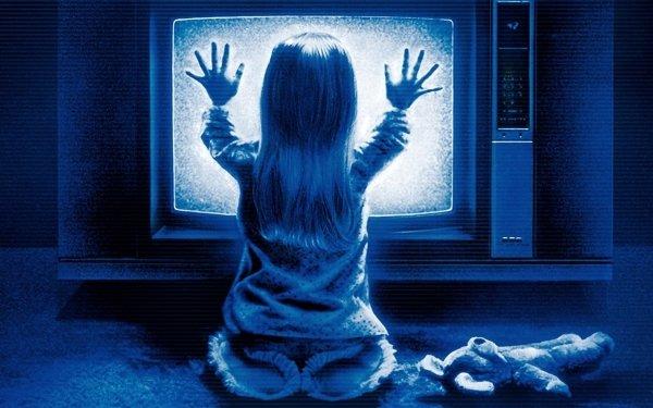 Películas Poltergeist (1982) Horror Espeluznante Spooky Terrorífico Halloween Chica Teddy Bear Azul Poltergeist Little Girl Fondo de pantalla HD | Fondo de Escritorio