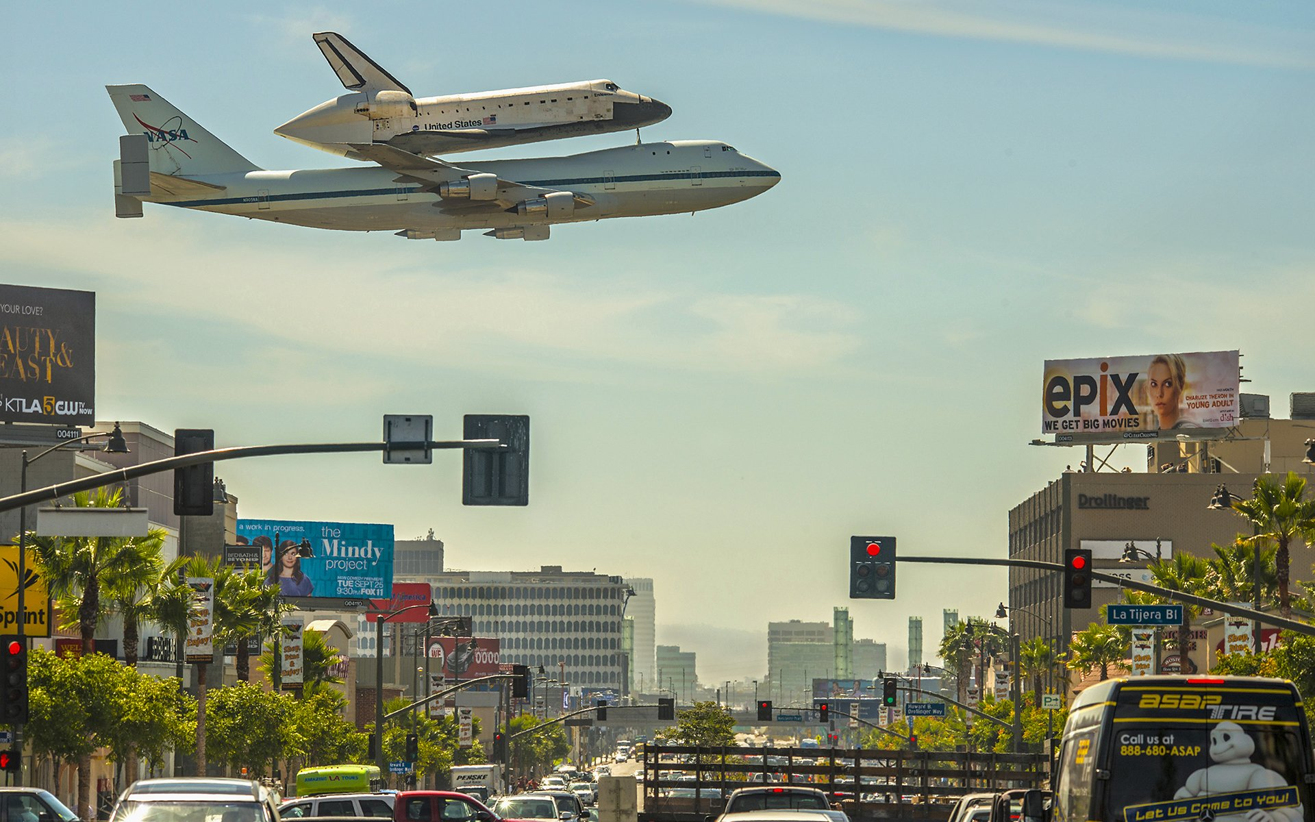 Vehicles - Space Shuttle Endeavour  Shuttle Airplane NASA Los Angeles Street Space Shuttle Wallpaper