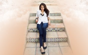 Celebrity - Nina Dobrev Wallpapers and Backgrounds ID : 313580