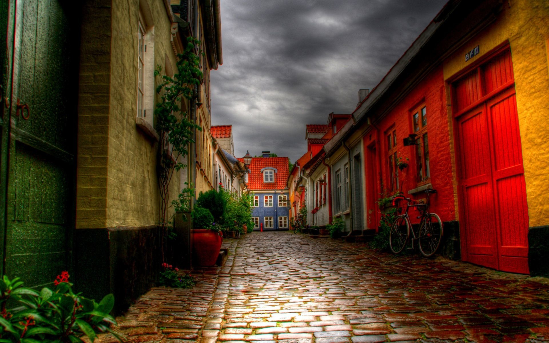Photography - HDR  Alley Street Town Path Building Wallpaper