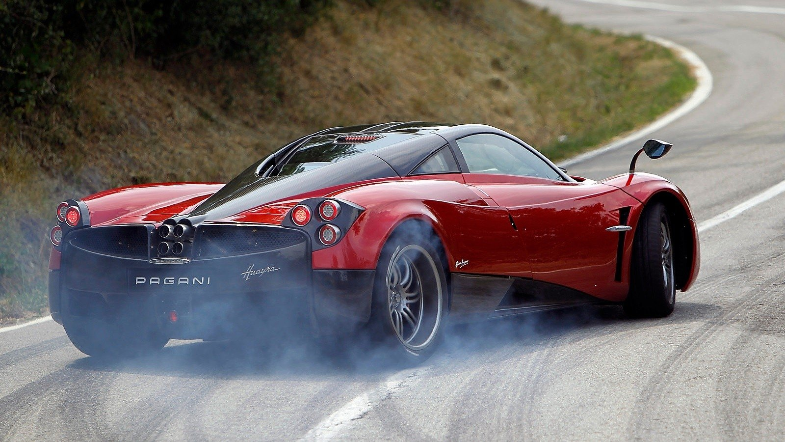 140 Pagani Huayra Hd Wallpapers Background Images Wallpaper Abyss