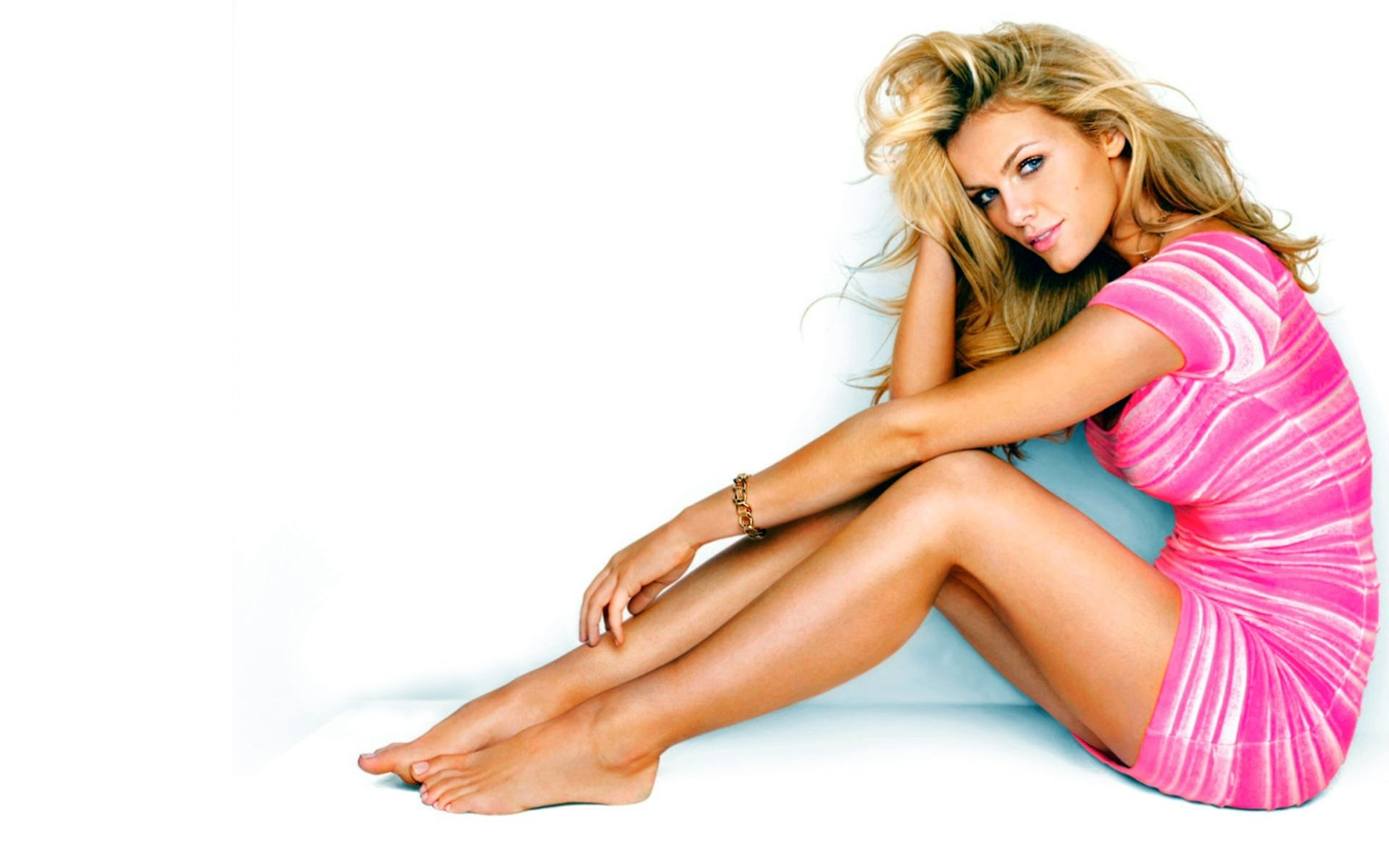Women - Brooklyn Decker  Blonde Legs Model Wallpaper