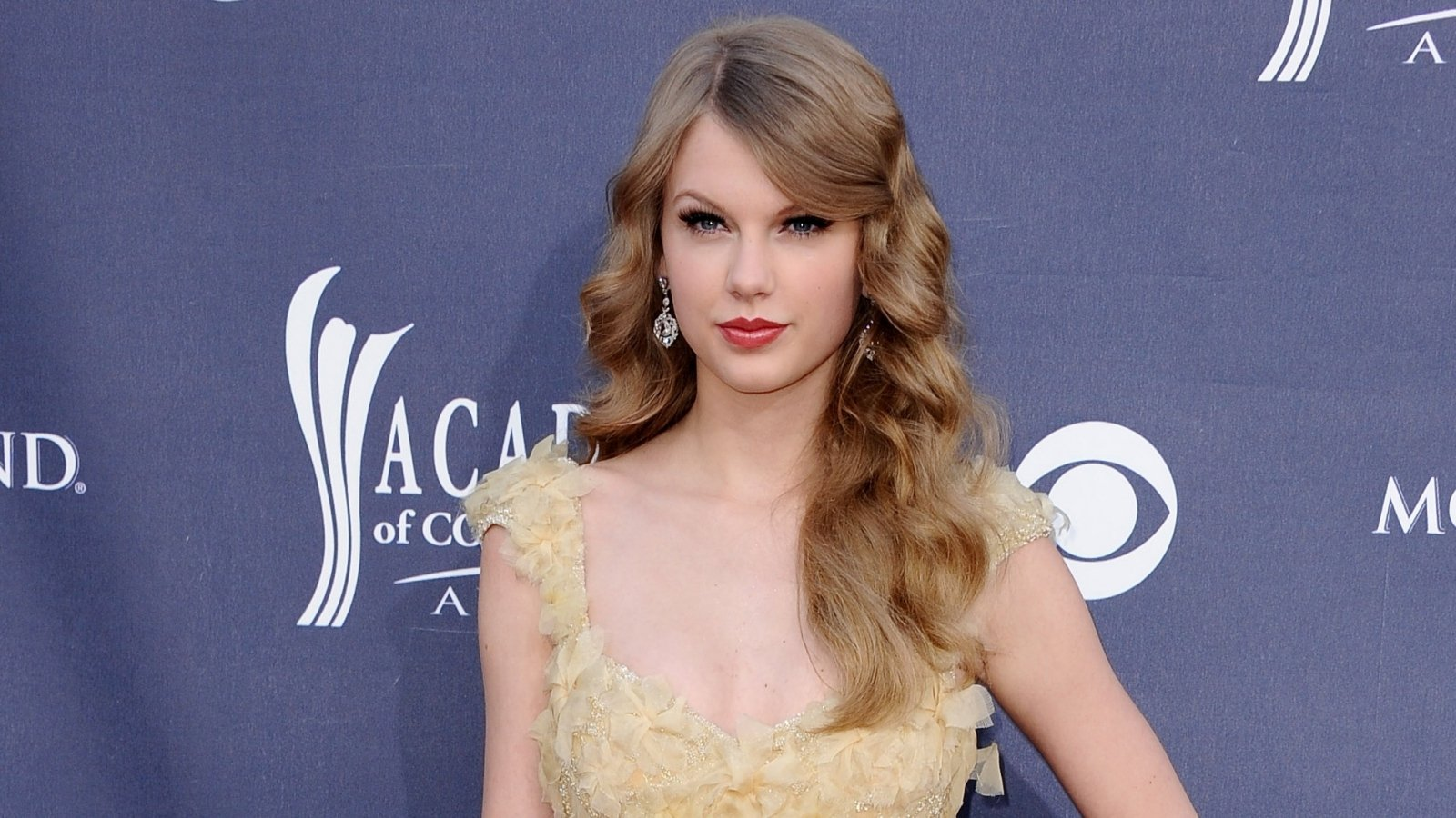 Taylor Swift Red Carpet Wallpaper And Background Image