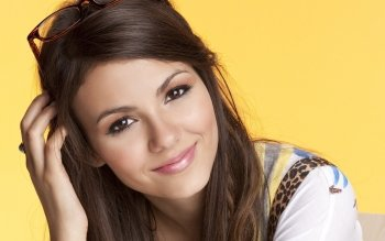 Celebrity - Victoria Justice Wallpapers and Backgrounds ID : 409472
