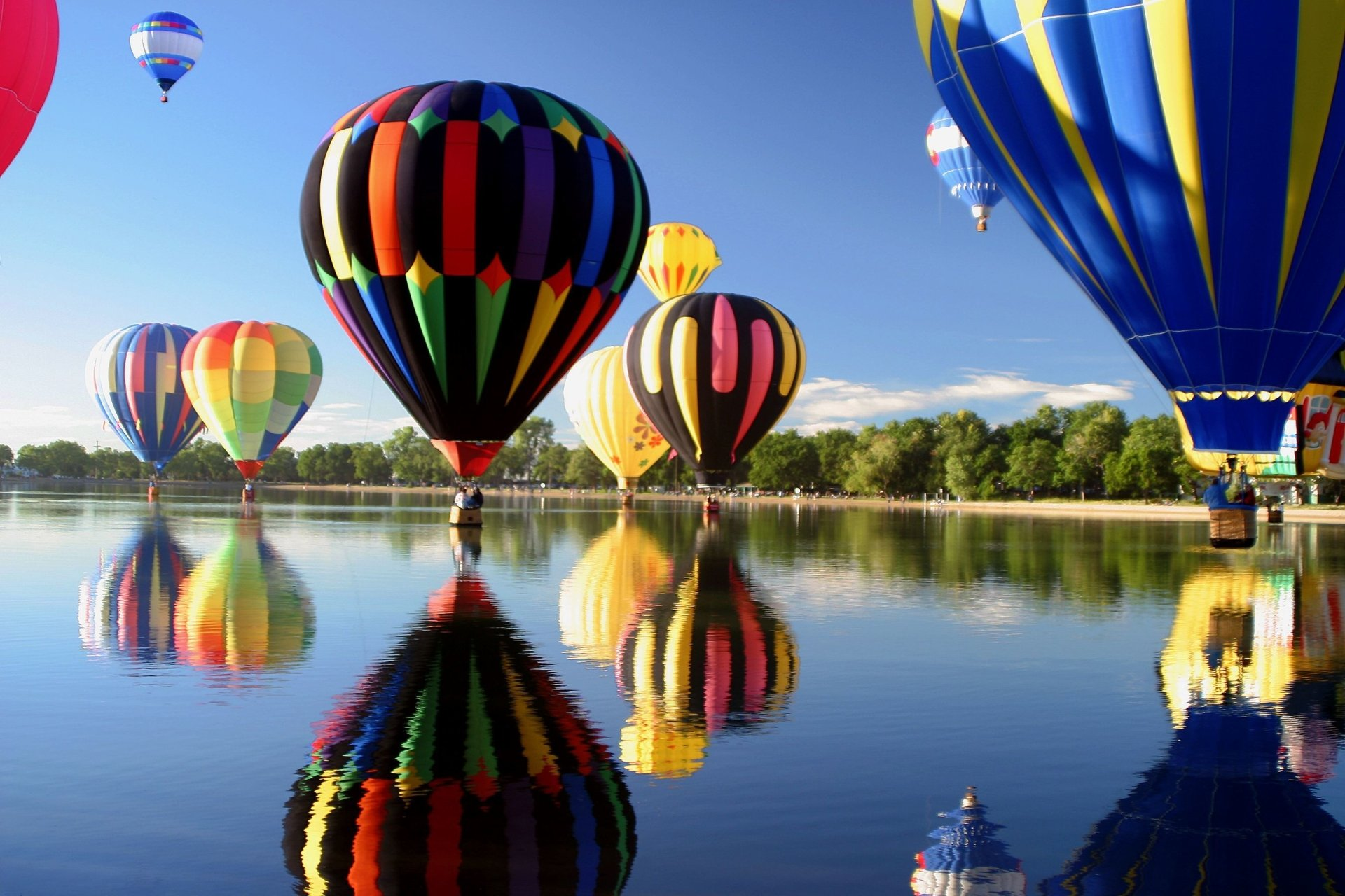 Vehicles - Hot Air Balloon  Wallpaper