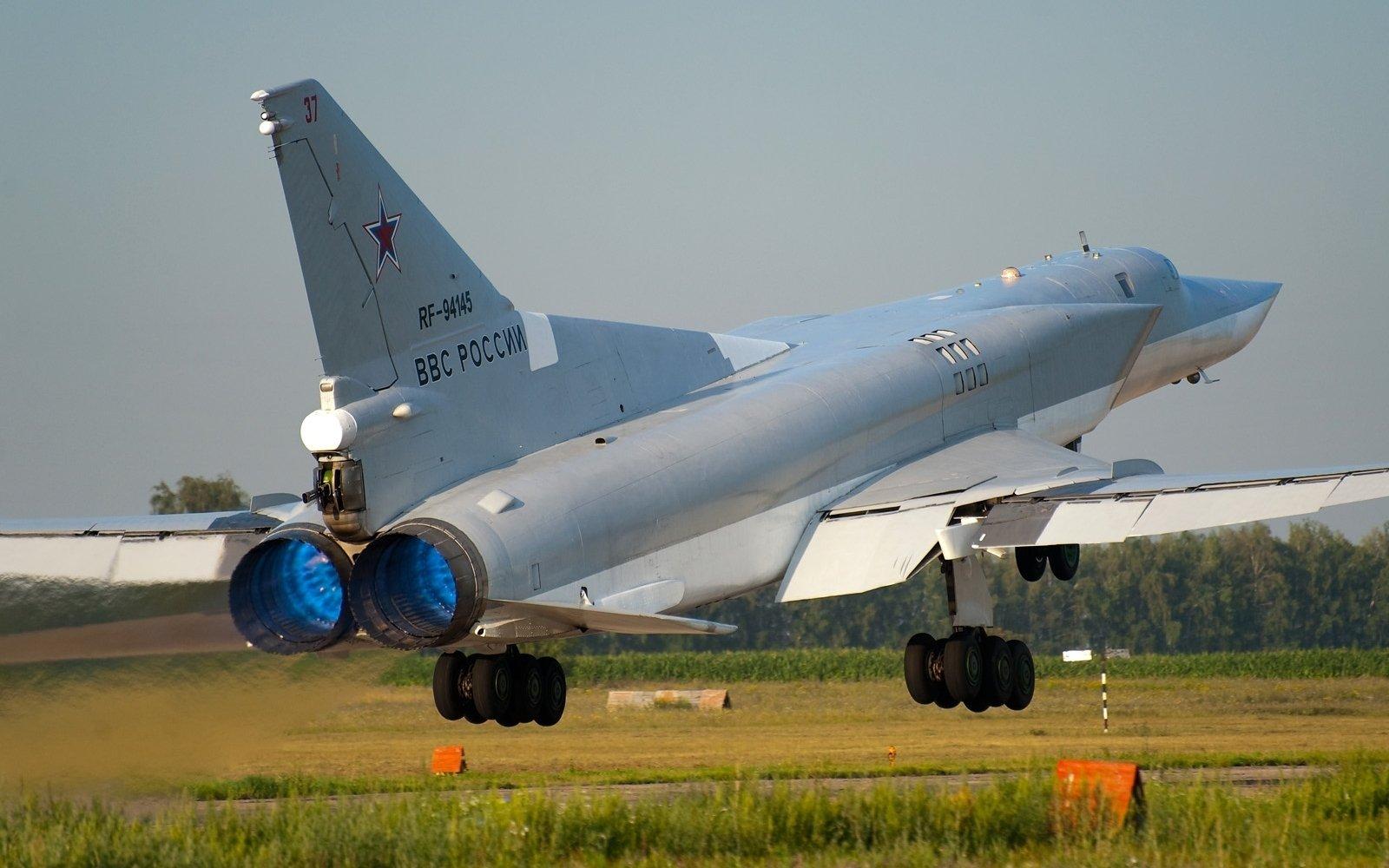 Tu-22 được Mỹ và NATO coi là siêu máy bay ném bom của Liên Xô (Ảnh: wall.alphacoders.com)