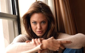 Berühmte Personen - Angelina Jolie Wallpapers and Backgrounds ID : 413502