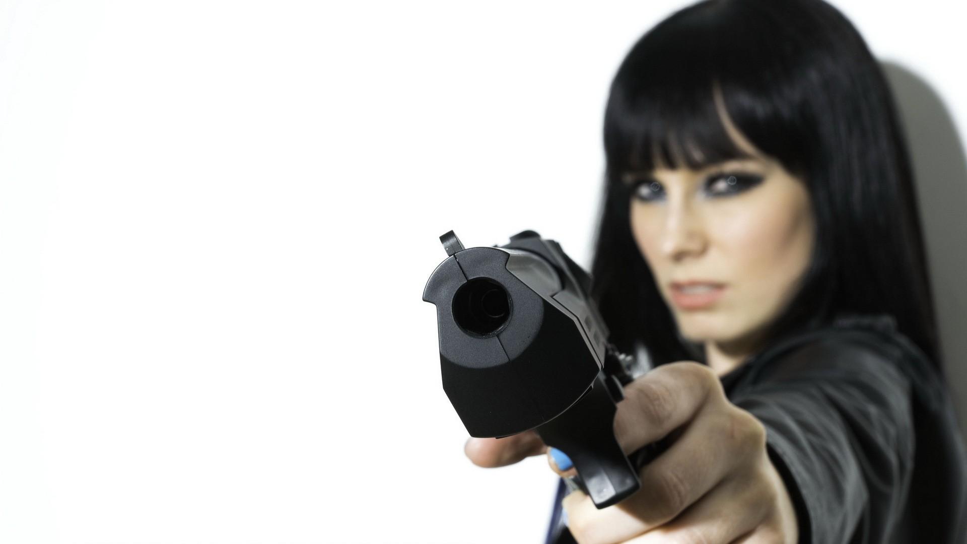 gun girl computer wallpapers - photo #3