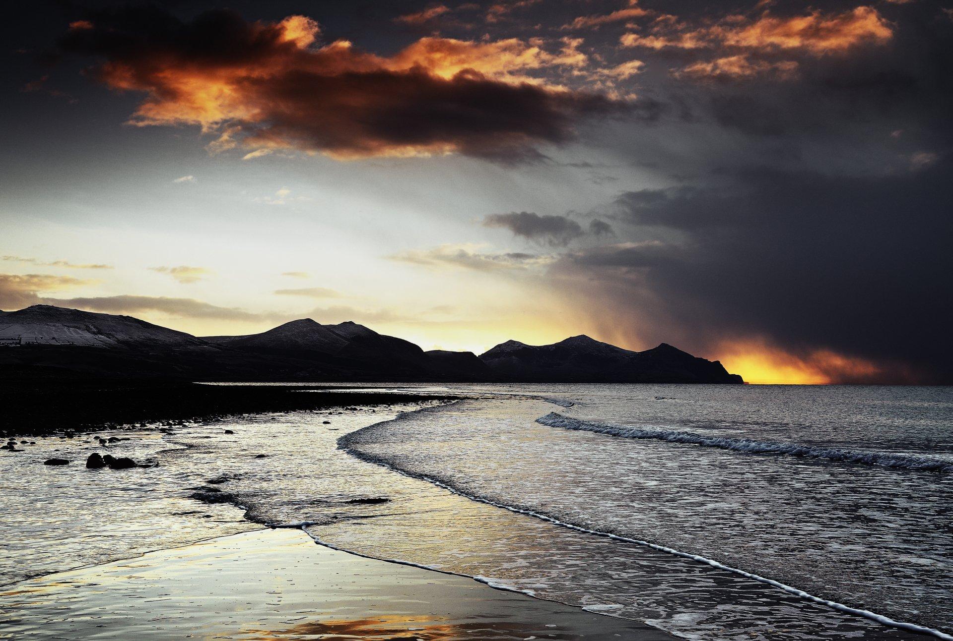 Terre/Nature - Côte  Evening Coucher De Soleil Sea Montagne Pierre Plage Vague Paysage Scénique Lever De Soleil Océan Ciel Nuage Fond d'écran