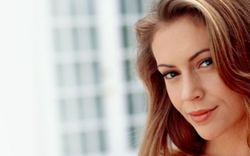 Celebrity - Alyssa Milano Wallpapers and Backgrounds