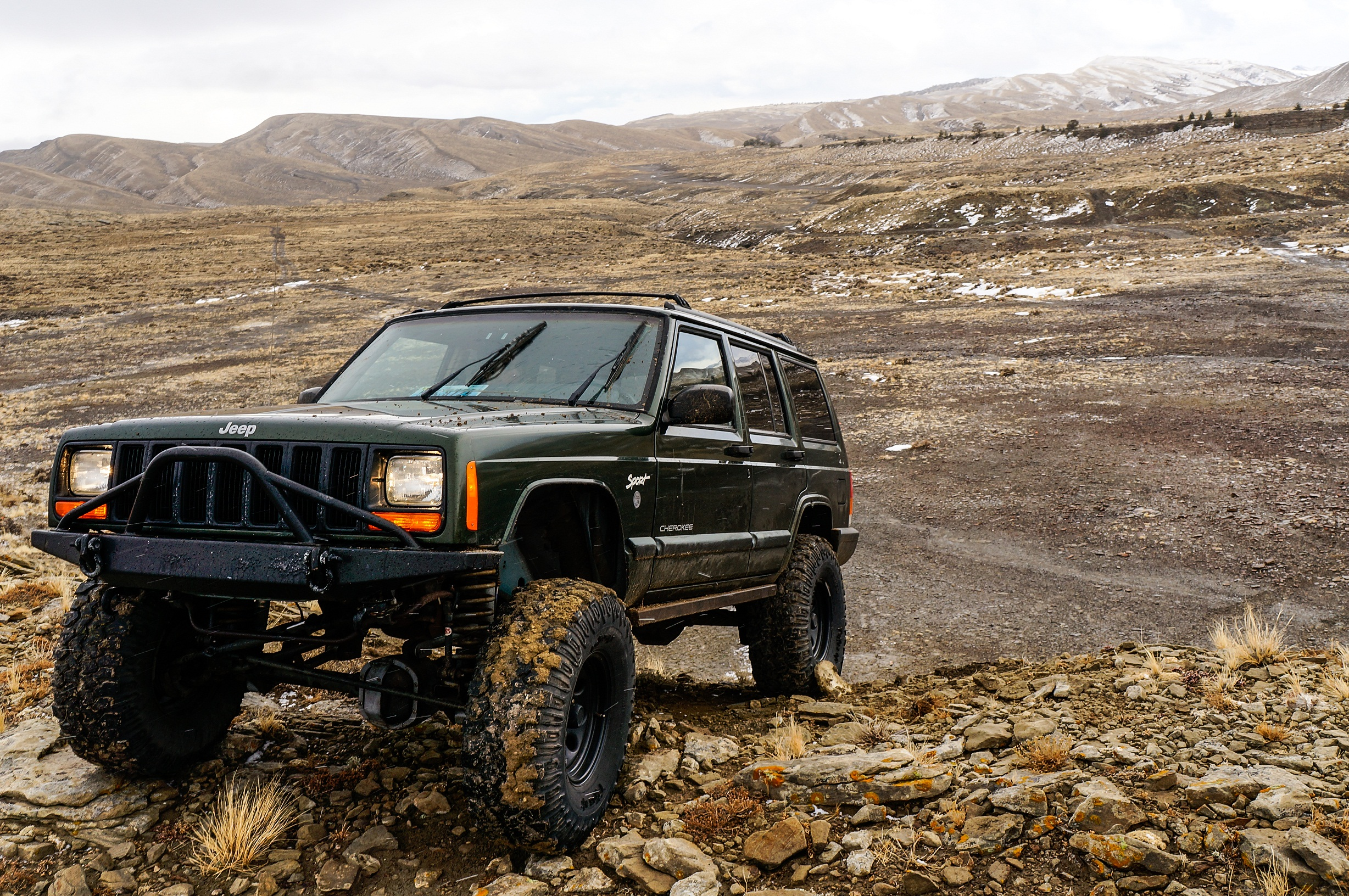 35 Jeep Cherokee HD Wallpapers
