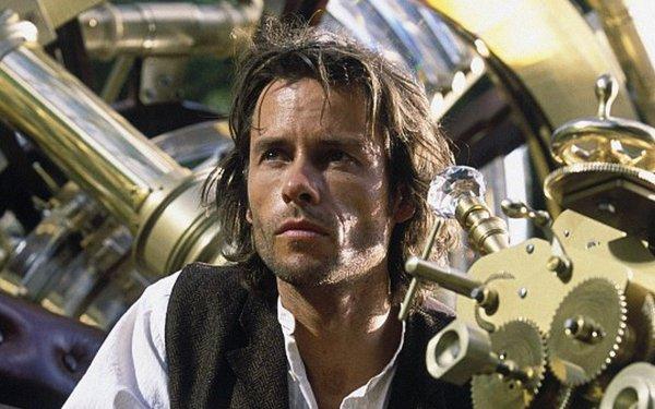 Movie The Time Machine (2002) The Time Machine Guy Pearce Alexander Hartdegen HD Wallpaper | Background Image