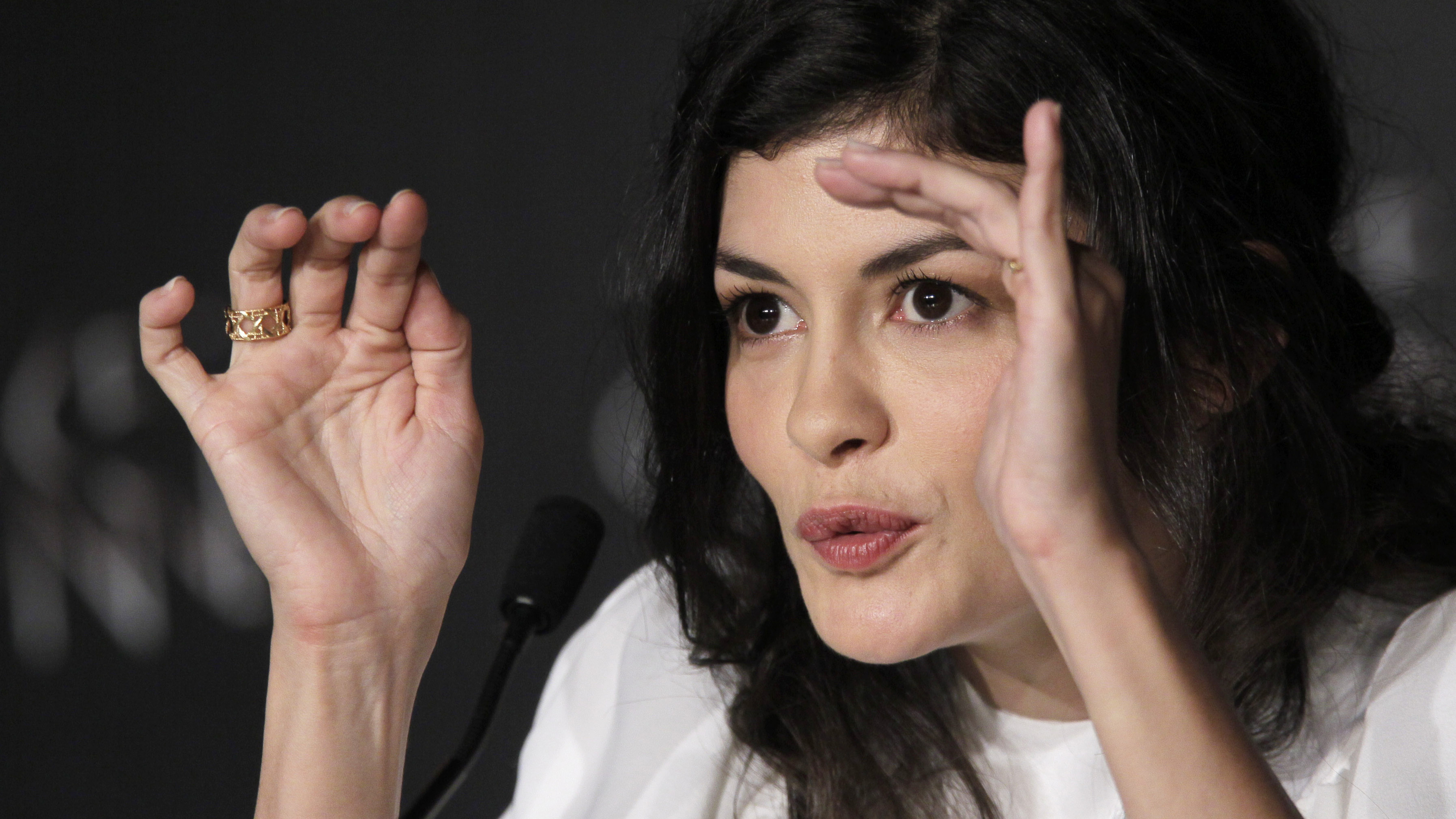 audrey tautou full hd wallpaper and background image | 3360x1890