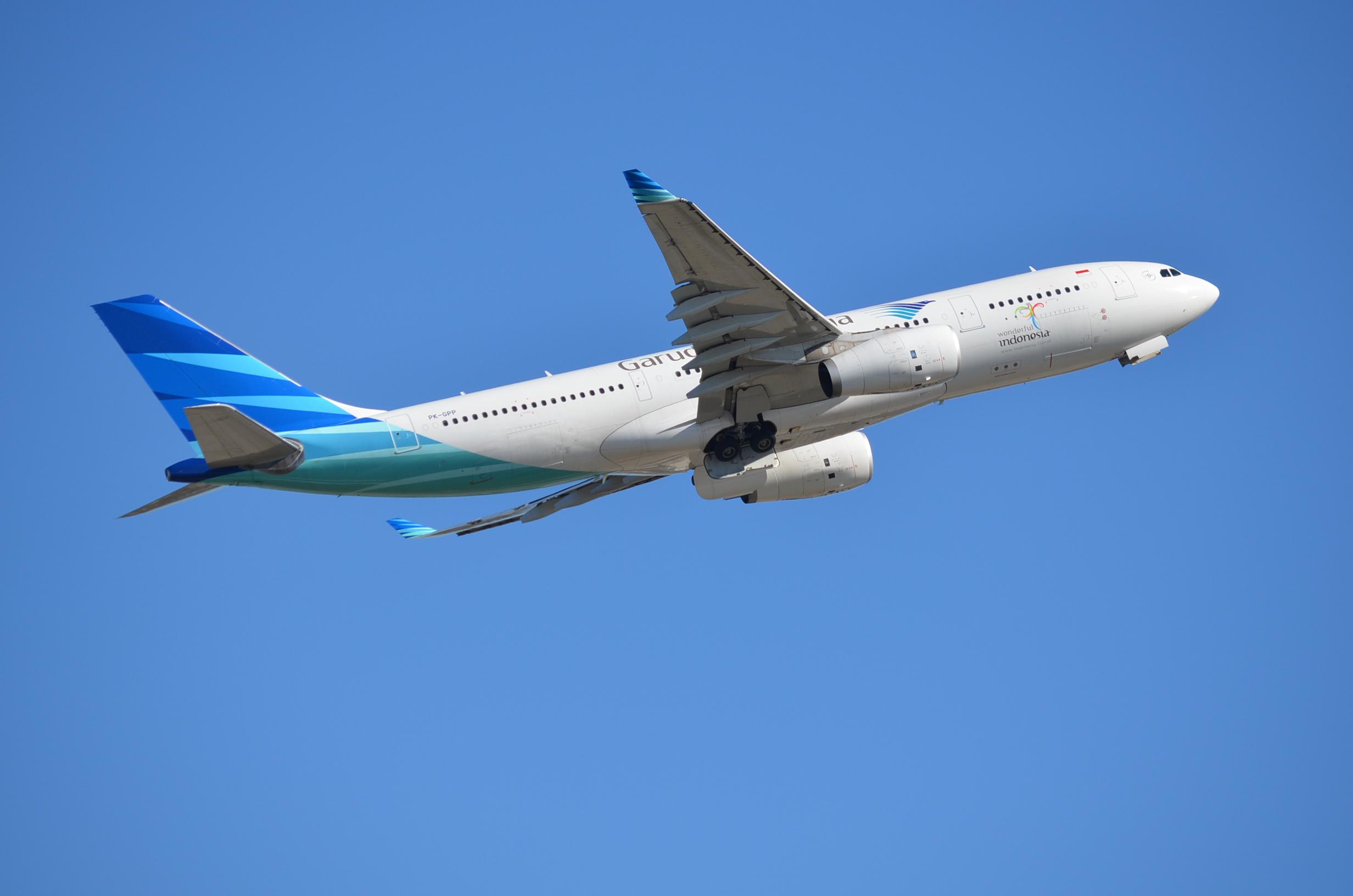 PK-GPP Airbus A330-243 Garuda Indonesia Over Sydney ...