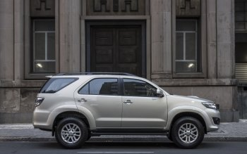 2 Toyota Fortuner Hd Wallpapers Background Images Wallpaper Abyss