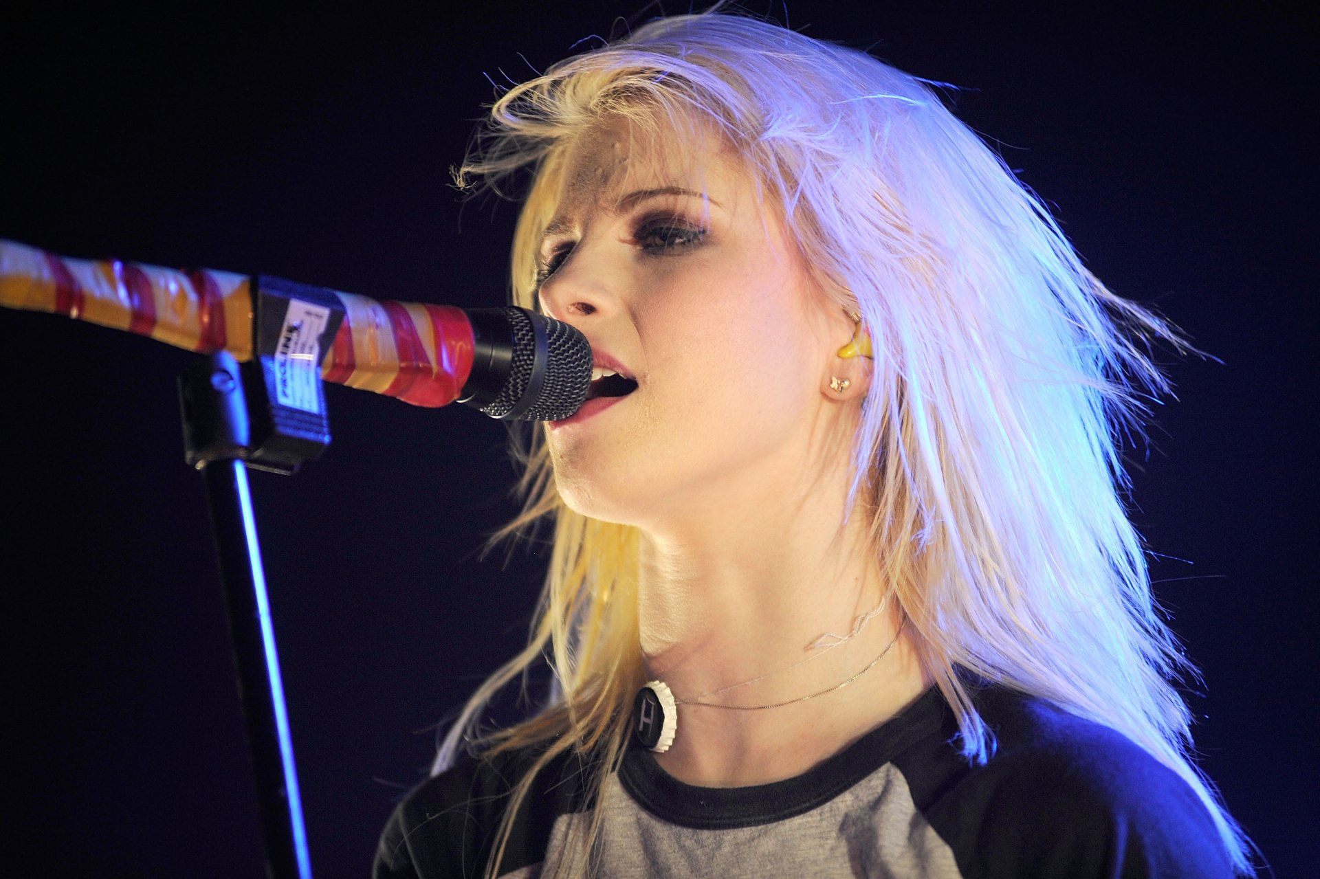 Paramore's Lead Singer HD Wallpaper