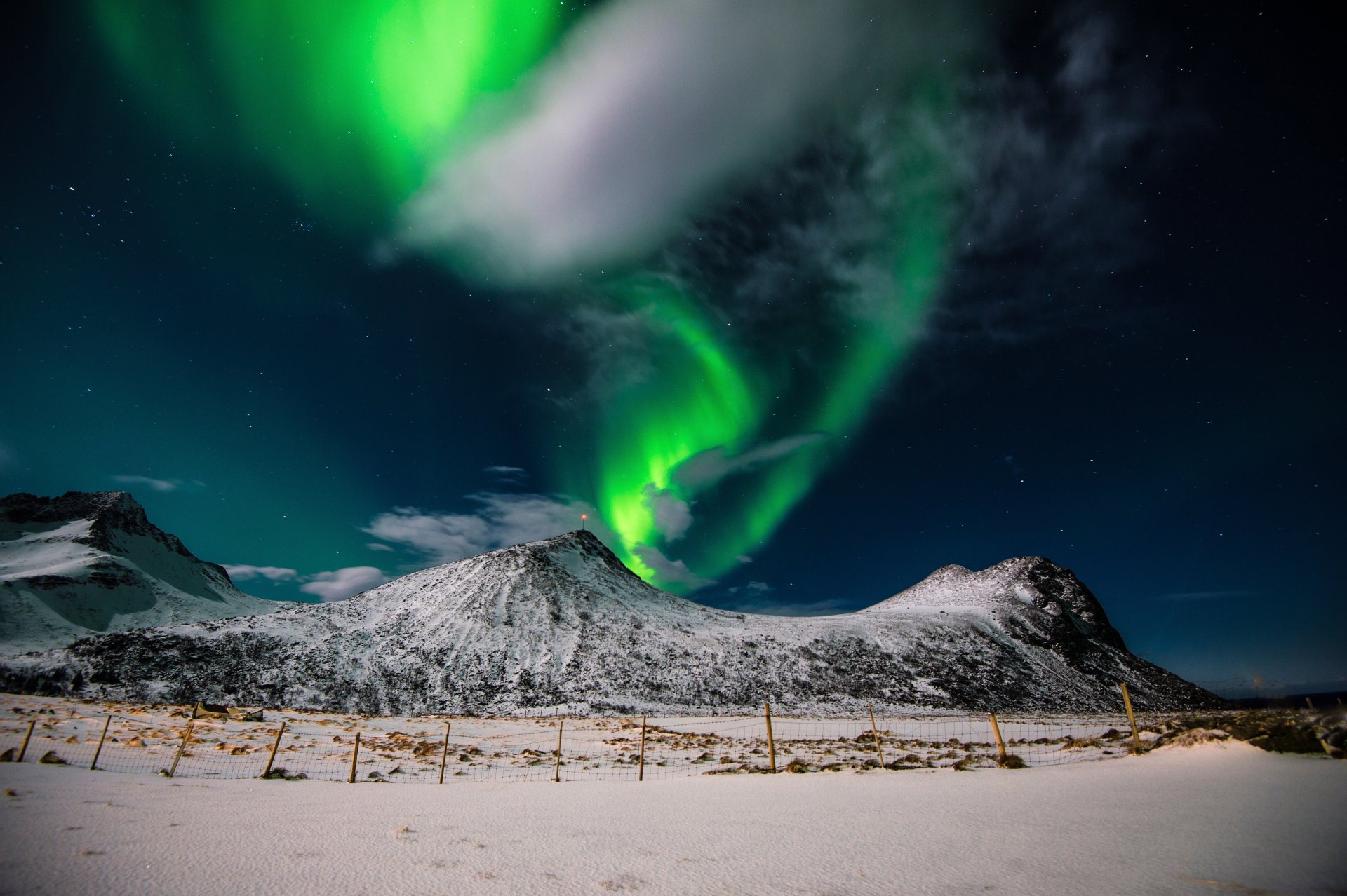 Earth - Aurora Borealis  Myrland Lofoten Islands Norway Sky Snow Earth Nature Landscape Mountain Night Wallpaper
