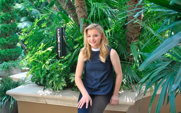 Celebrity Chloë Grace Moretz Actresses United States HD Wallpaper | Background Image