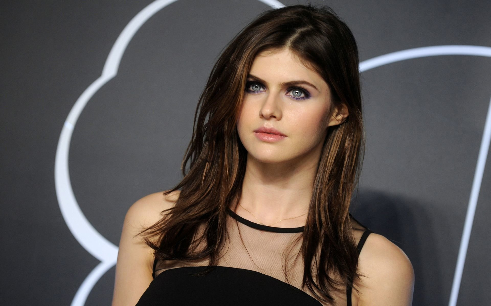 77 Alexandra Daddario HD Wallpapers