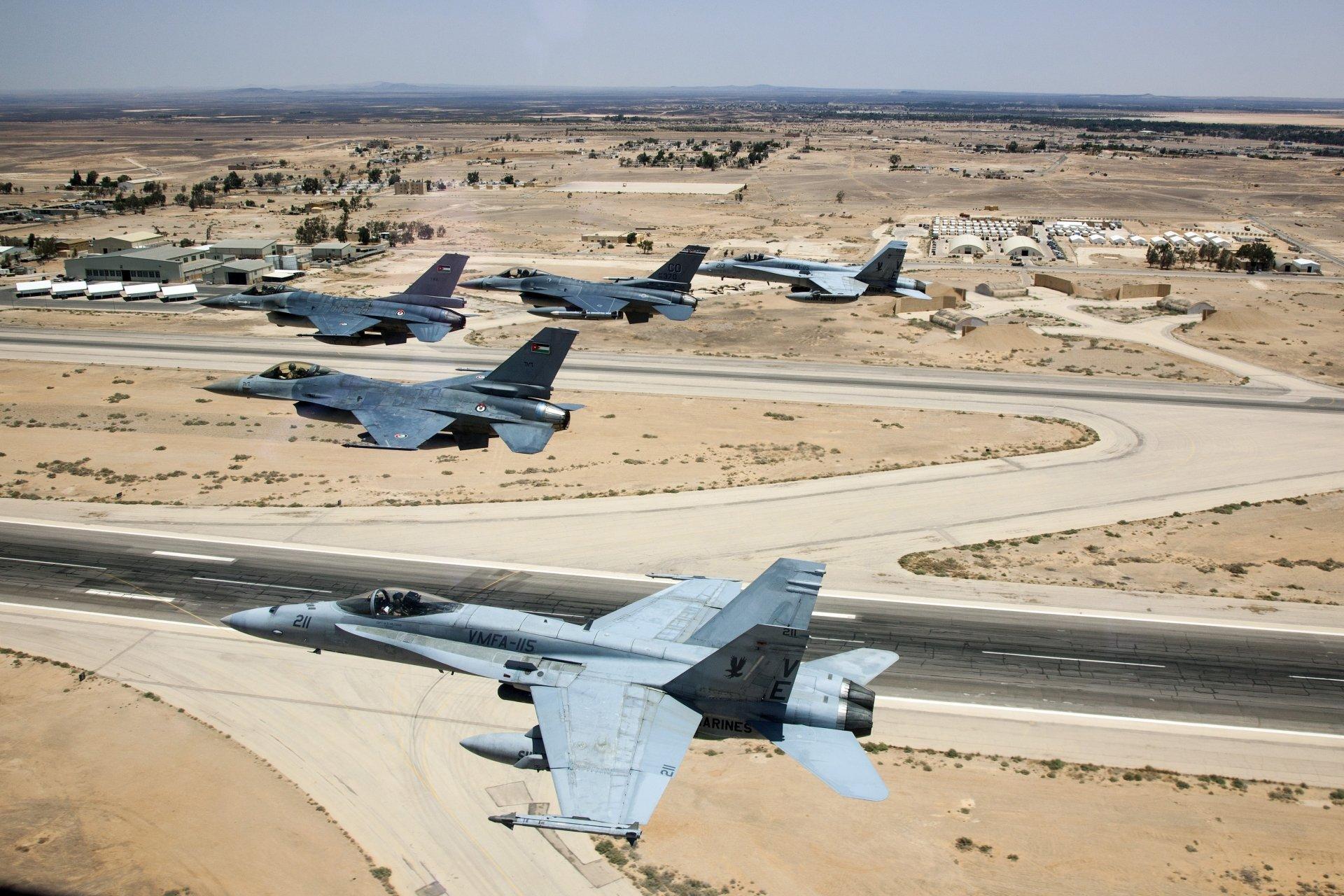 Militaire - Avion de Combat  McDonnell Douglas F/A-18 Hornet General Dynamics F-16 Fighting Falcon Fond d'écran