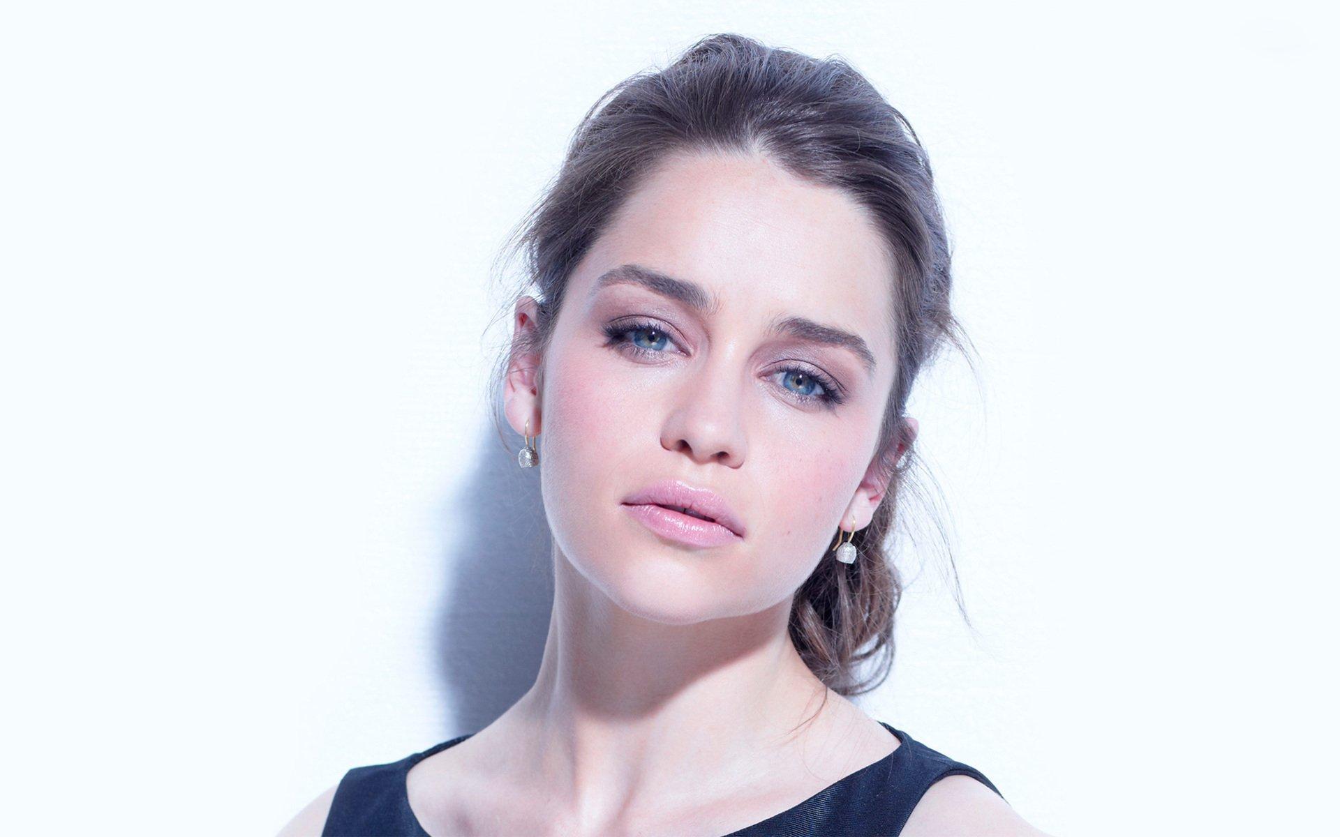 Celebrity - Emilia Clarke  Green Eyes Brunette English Actress Game Face Wallpaper