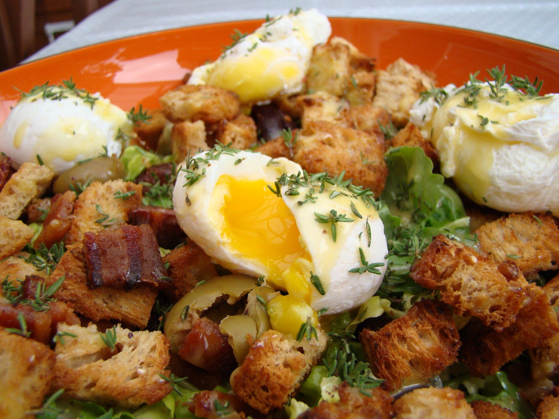 Food - Salade Lyonnaise  Lunch Egg Meal Wallpaper