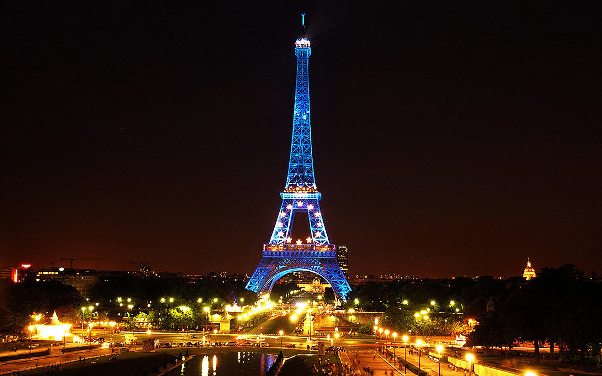 Eiffel tower lit up at night fond