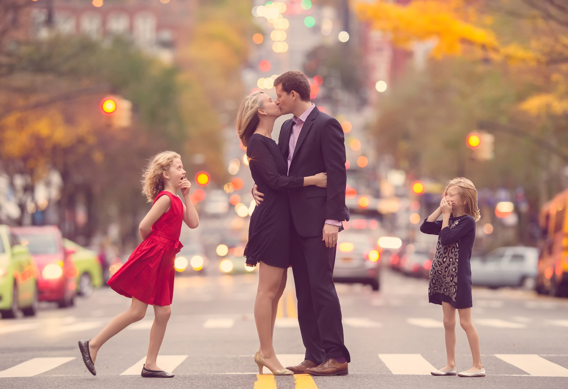 Photography - Love  Kiss Couple Child Street Wallpaper
