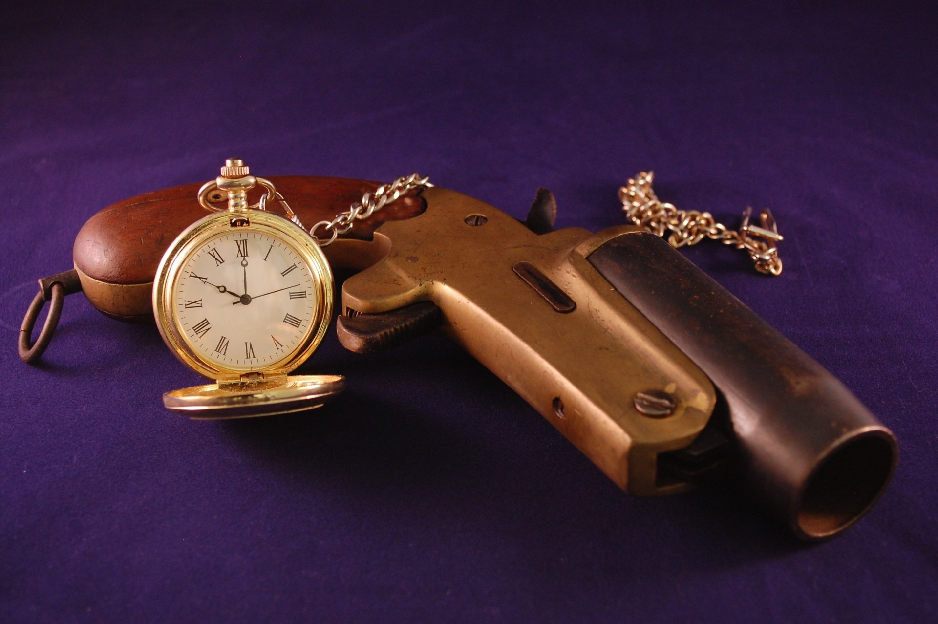 Photography - Still Life  Gun Pocket Watch Clock Vintage Antique Wallpaper