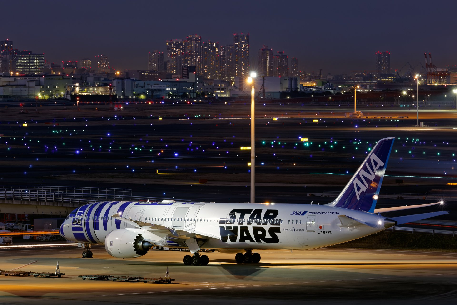 Boeing 787 Dreamliner In The R2 D2 Star Wars Livery Hd