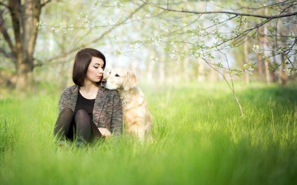 Femmes Humeur Woman Fille Chien Golden Retriever Herbe Sunny Printemps Brune Fond d'écran HD | Arrière-Plan