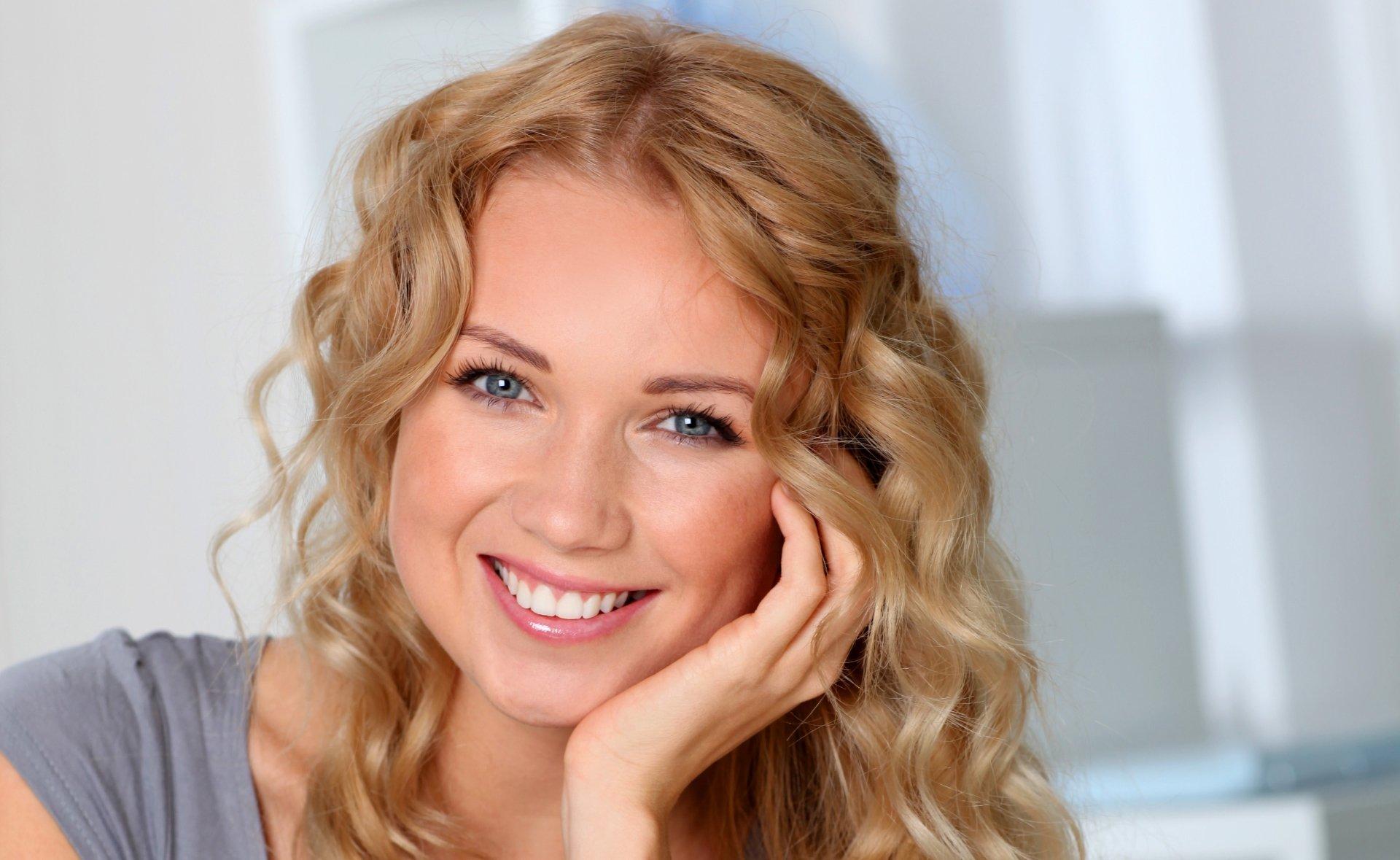 Women - Face  Woman Model Girl Blonde Blue Eyes Smile Wallpaper
