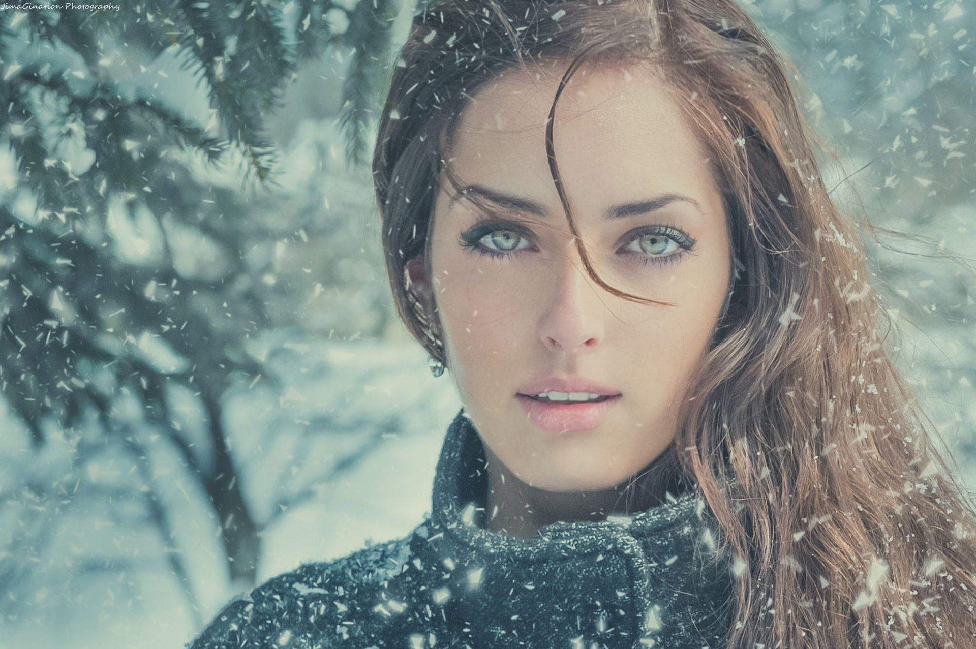 Women - Model  Green Eyes Girl Woman Brunette Snow Snowfall Wallpaper