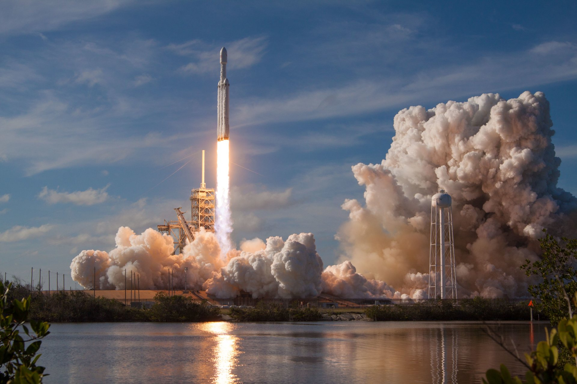Technologie - SpaceX  Falcon Heavy Rocket Lift-Off Wallpaper