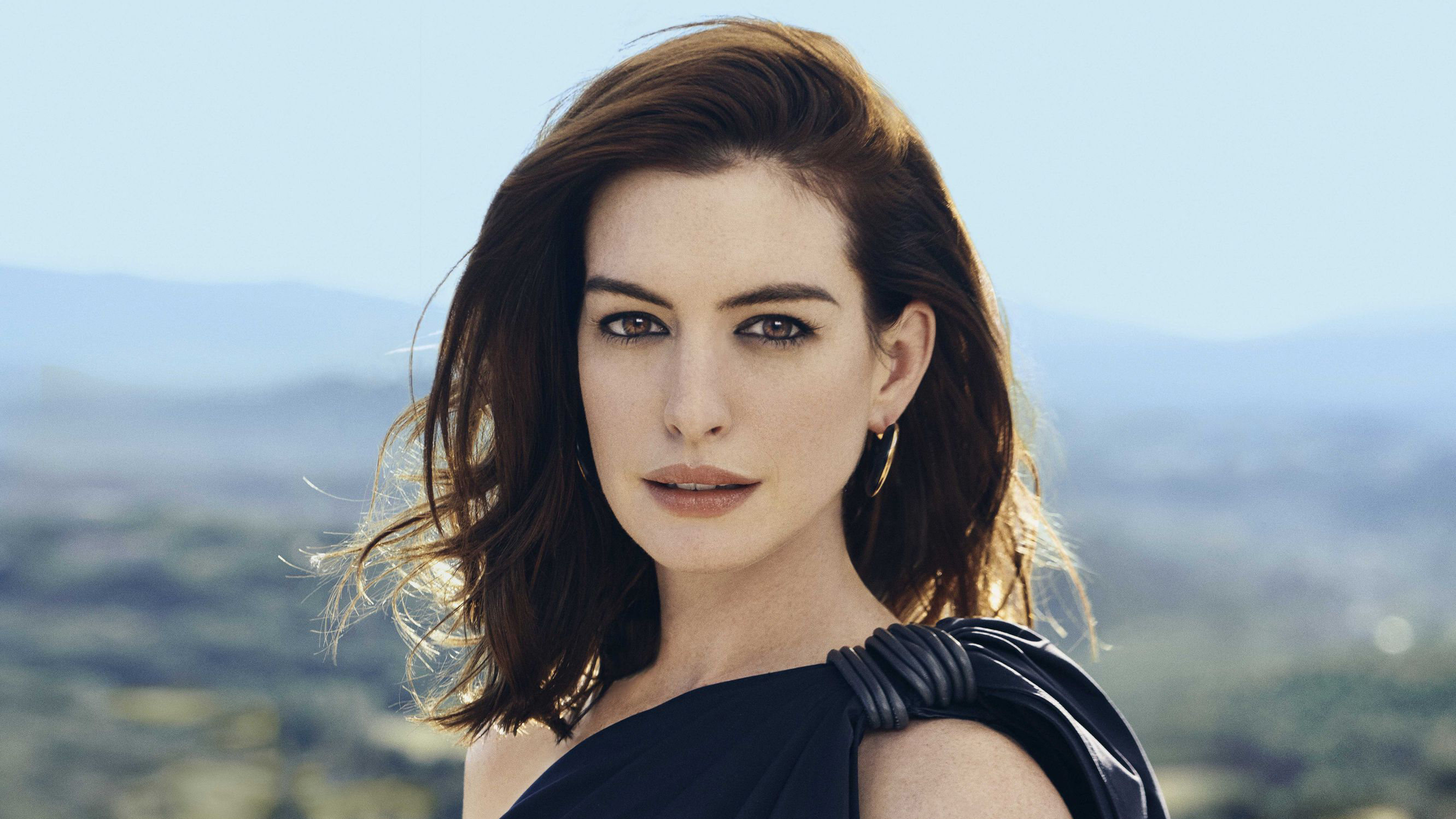 Anne Hathaway Hd Wallpaper Background Image 2663x1498